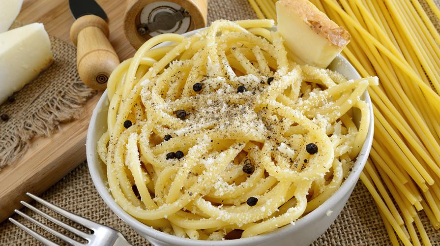 Ricetta Maccheroni Cacio E Pepe.Pasta Cacio E Pepe La Nostra Ricetta