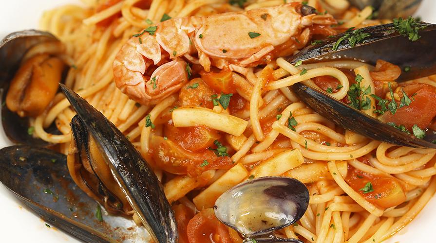 spaghetti-cotti-in-padella-con-il-pesce