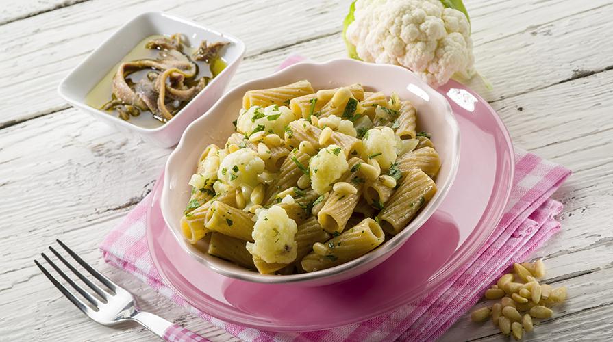 pasta-cavolfiore-olive-capperi-e-pomodori-secchi