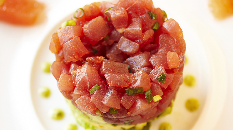 tartare-di-tonno-con-timo-limone-e-pistacchi