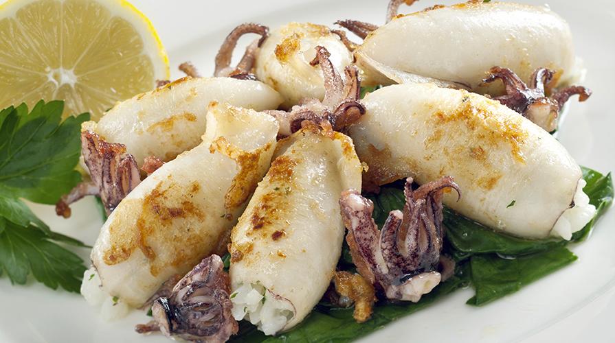 calamari-ripieni-alla-piastra-con-scarola-e-scamorza-affumicata