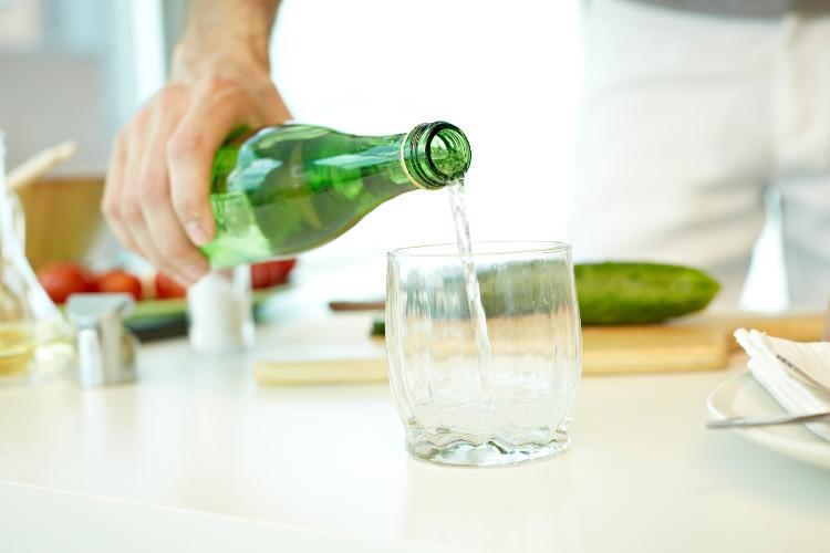 acqua in bottiglia o del rubinetto