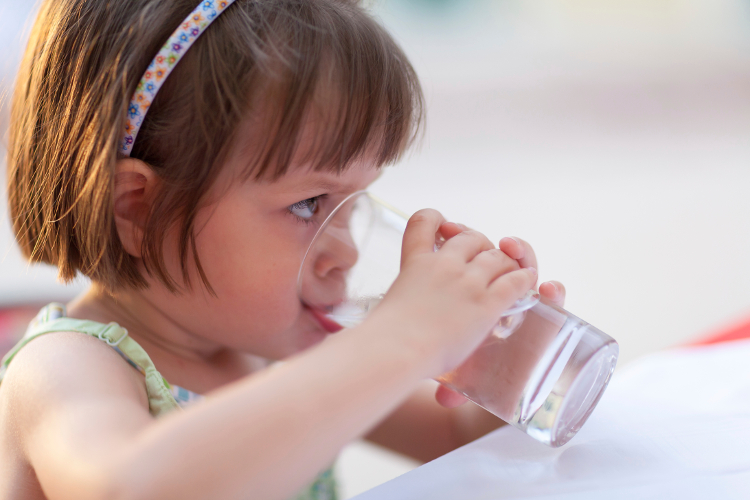 bere-acqua-durante-la-crescita