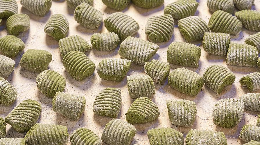 gnocchi-al-basilico-con-zucchine-e-vongole