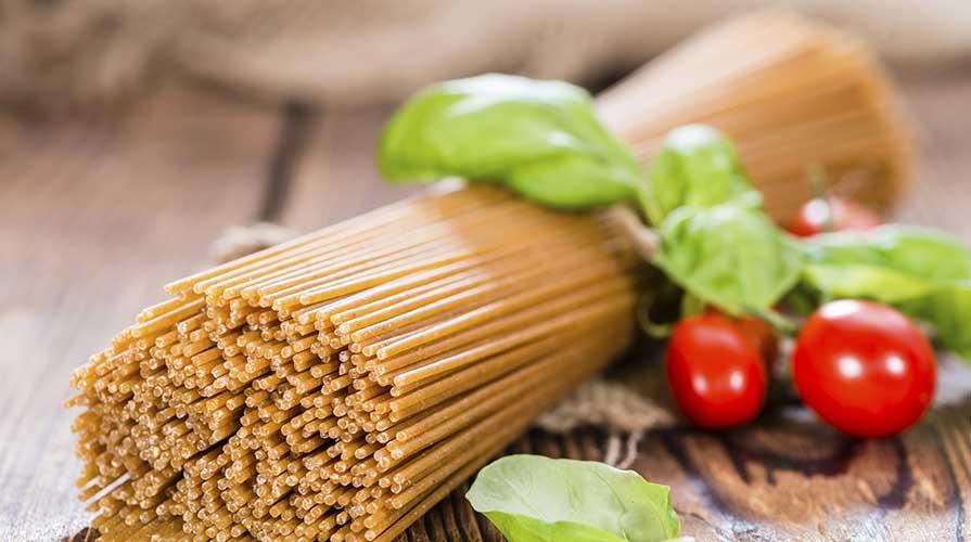 Ricetta di spaghetti integrali con melanzane, pomodoro fresco e basilico