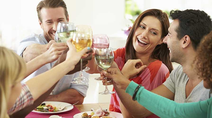 calici di vino brindisi
