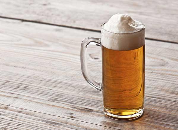 Degustare una birra, schiuma