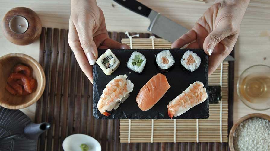 Fare il sushi in casa gli strumenti adatti for Strumenti di cucina
