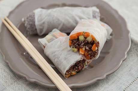 Sushi vegetariano con quinoa e riso integrale