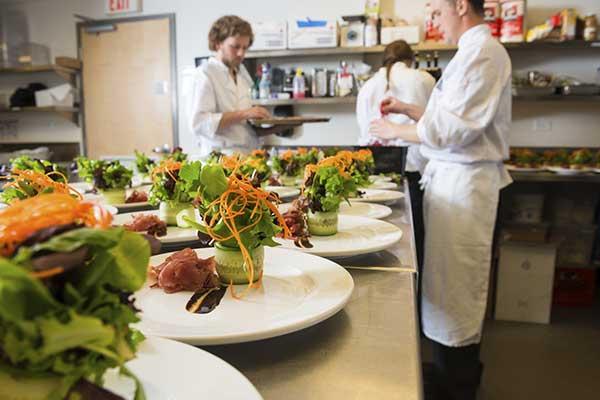 Lavoro di squadra in una cucina professionale