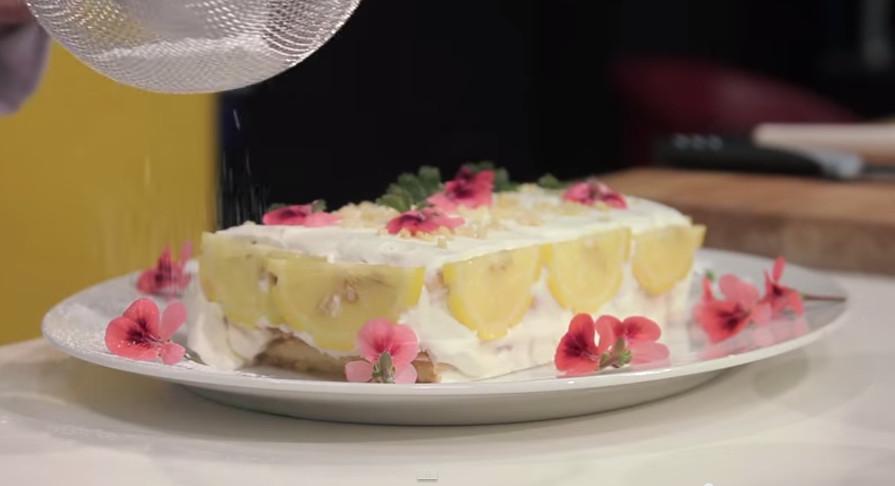 Torta fredda al geranio rosa