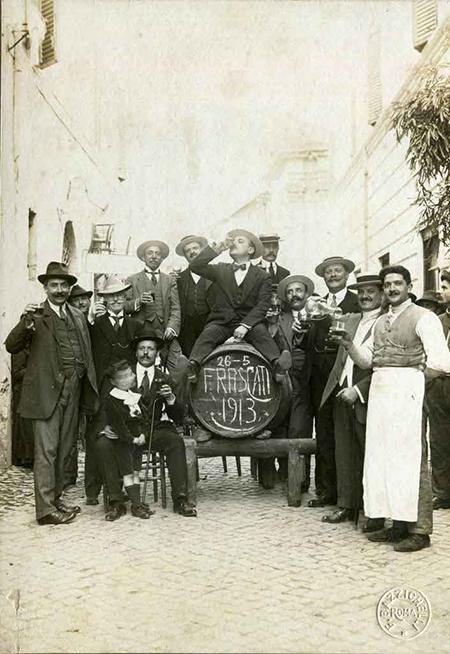 Italiani a tavola foto