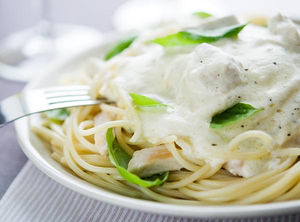 Cucinare la pasta 7 orripilanti ricette estere for Cucinare hamburger microonde