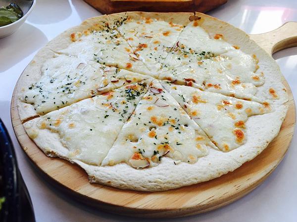 Pizza la formaggio