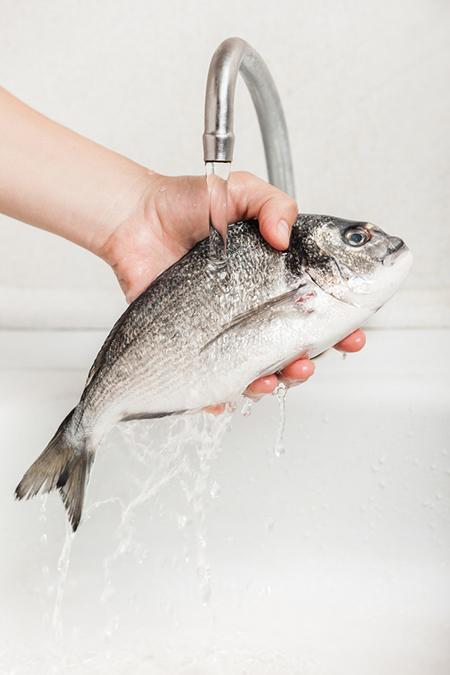 Lavare il pesce