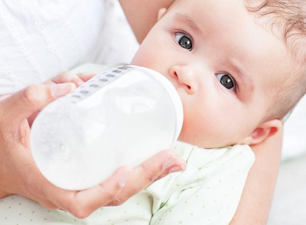 Neonato latte artificiale