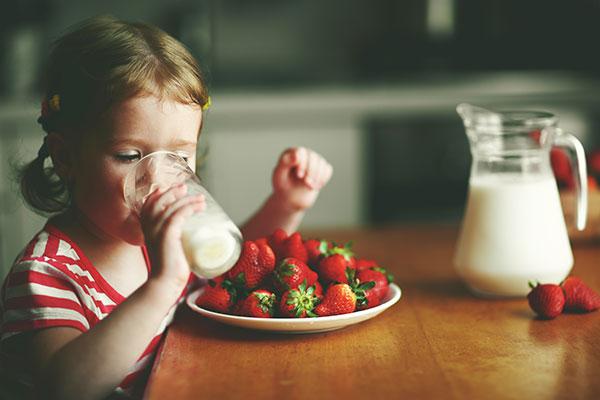 Bambini latte montagna