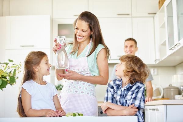 bere acqua bambini