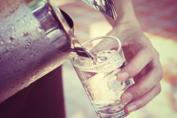 bere acqua lassativo