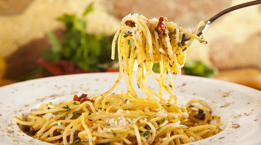 spaghetti aglio olio e acciughe