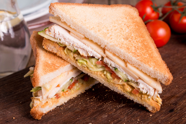 sandwich avocado pollo