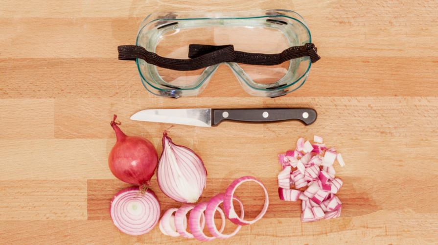 tagliare la cipolla senza piangere