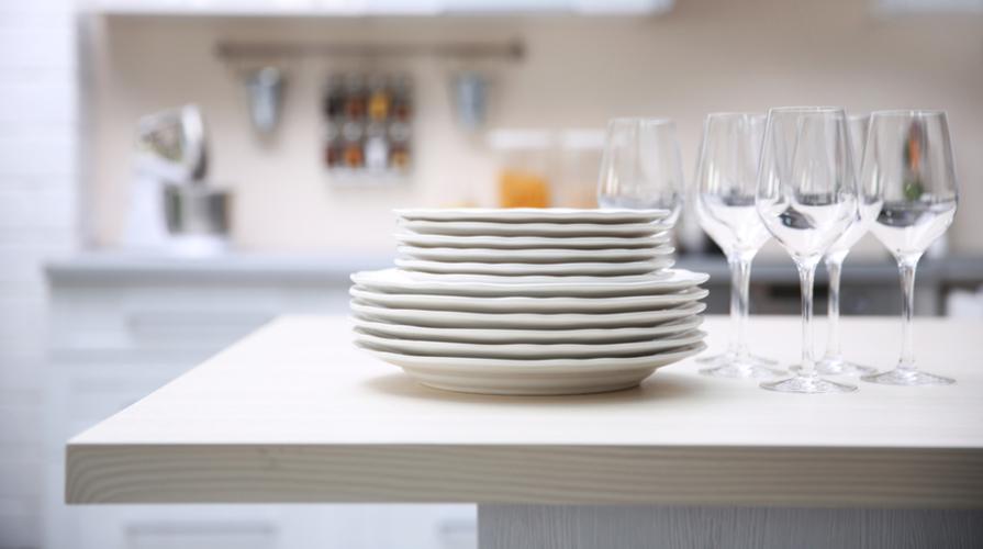 Piatti da cucina: materiali, estetica e praticità per una ...