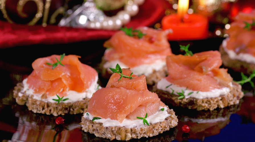 Antipasti Di Natale Con Il Salmone.Ricette Con Salmone 5 Delizie Per Il Cenone Della Vigilia Di Natale