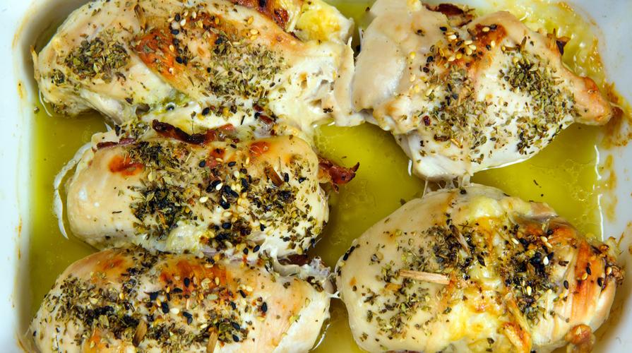 Involtini di pollo con salsiccia e pesto