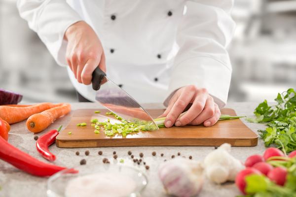 cuoco taglia verdure