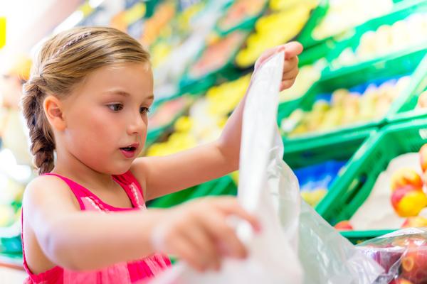 spesa bambina sacchetti
