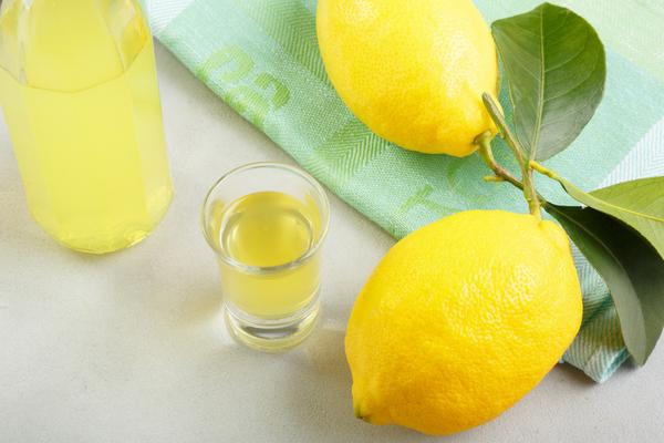 limoncello e limoni