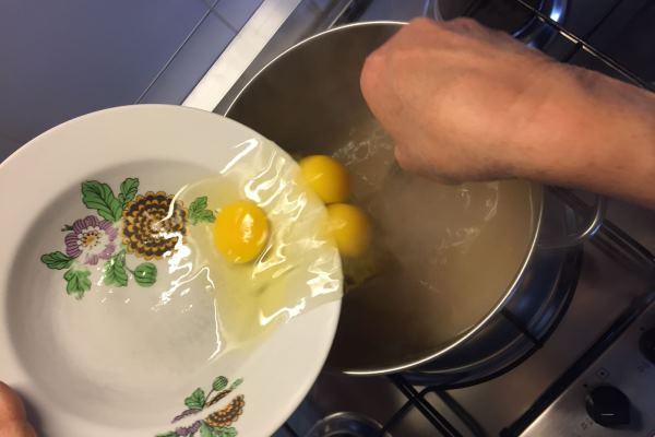 brodo con uova