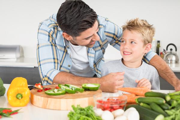 come convincere i bambini a mangiare frutta