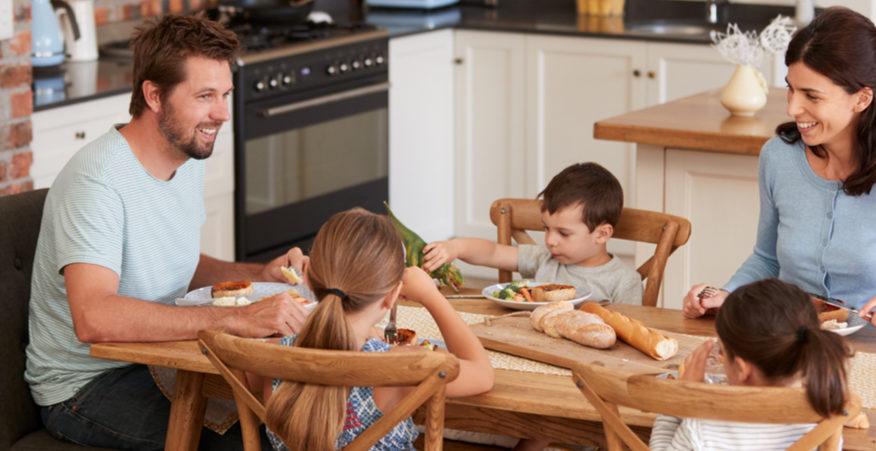 mangiare in famiglia fa bene ai bambini