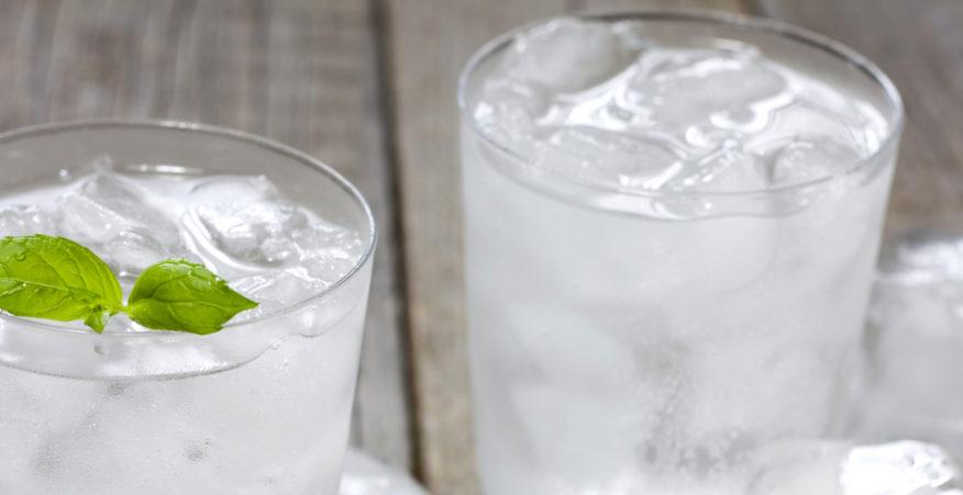 bere acqua fredda