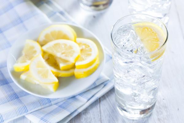 bere acqua fredda fa male