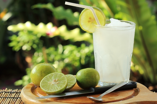 cocktail con lime