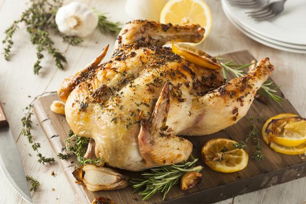 erbe aromatiche e pollo
