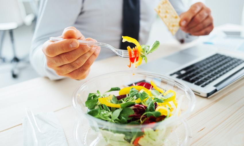 conseguenze mangiare al pc