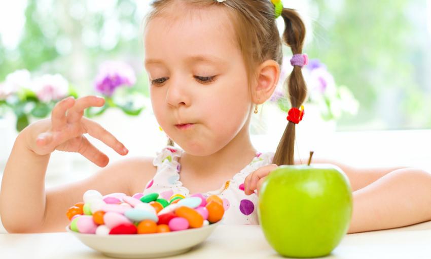consumare zucchero da bambini fa male