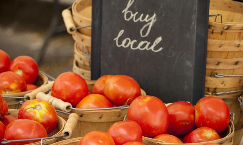 produttori locali mercati verdura