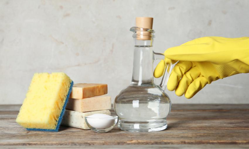 pulire il forno con aceto