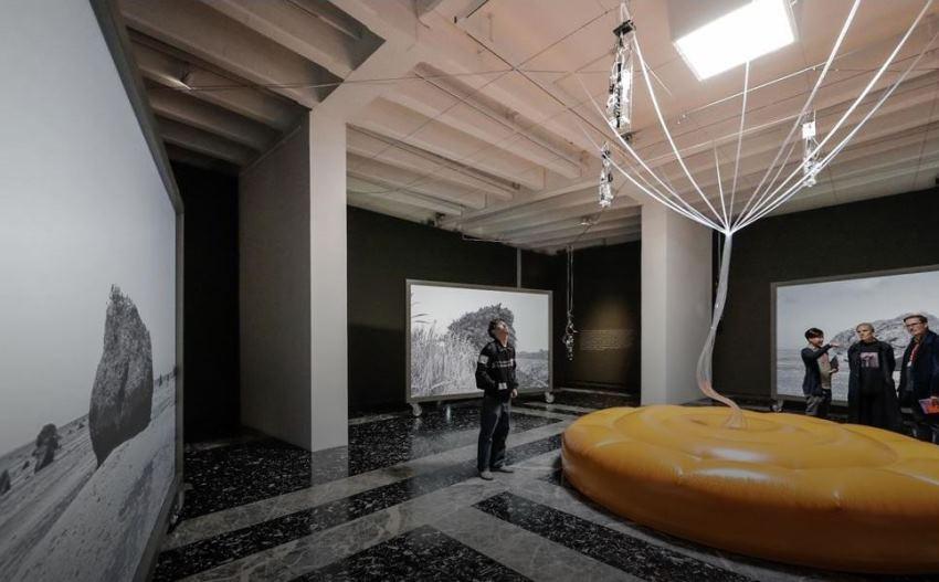 installazione cosmo eggs biennale arte venezia