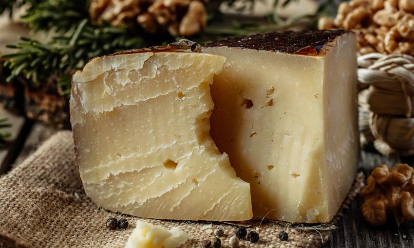 formaggio montasio dop