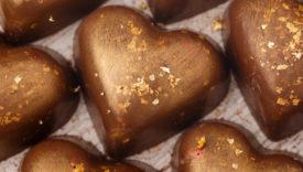 cioccolatini con decorazioni in oro alimentare