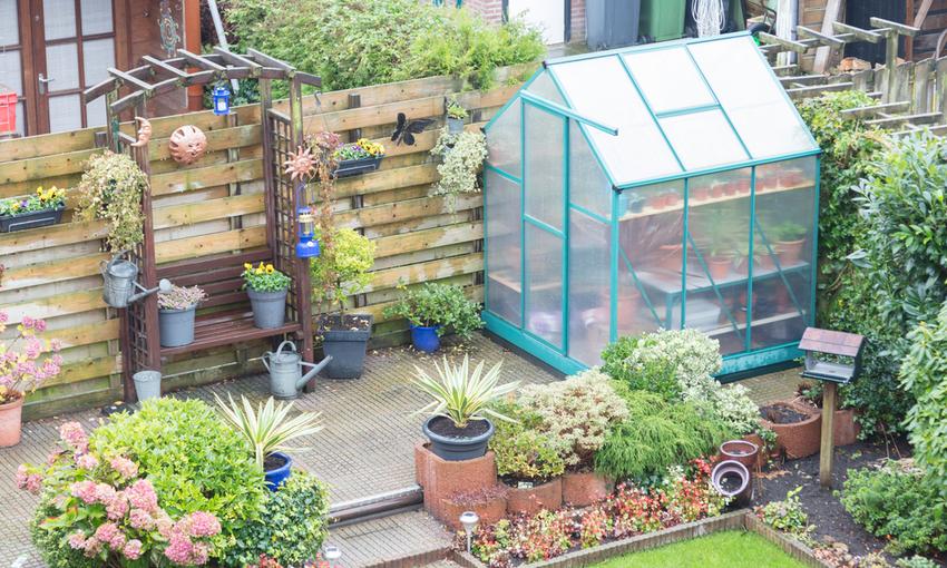 serra nel giardino