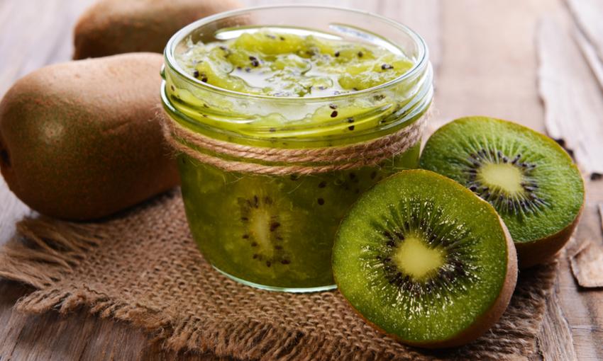 confettura di kiwi in barattolo