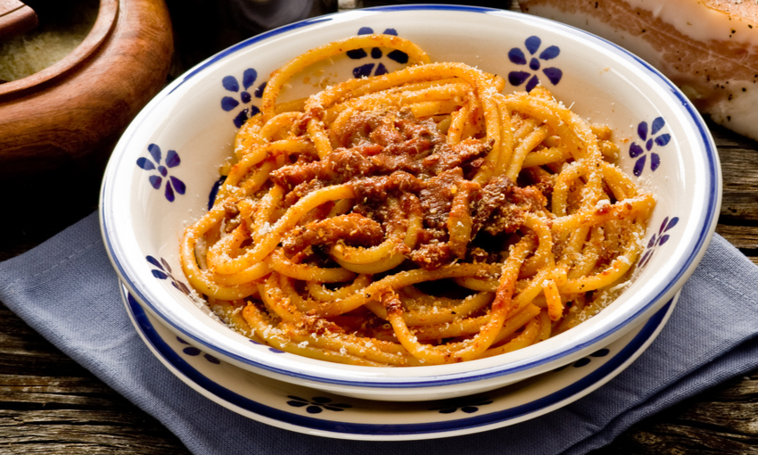 piatto di bucatini all'amatriciana