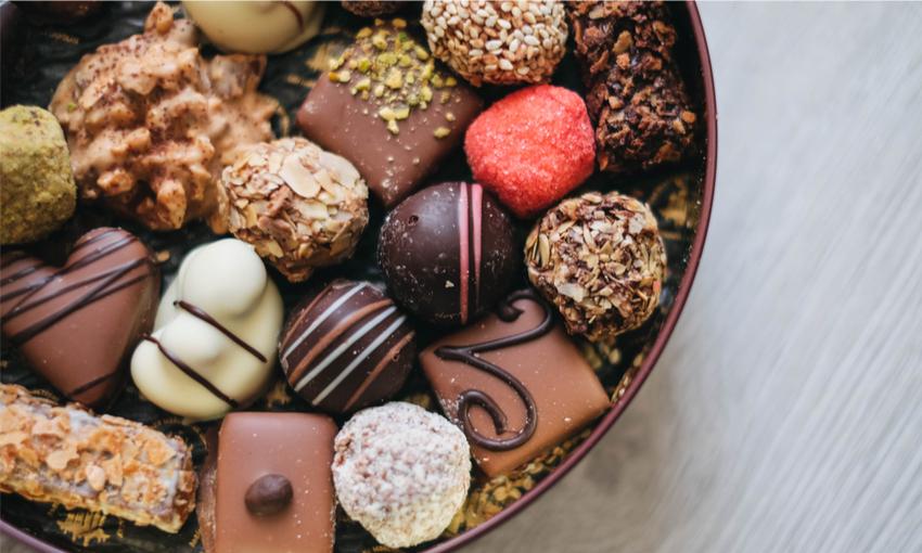 Cioccolatini farciti e decorati fatti a mano